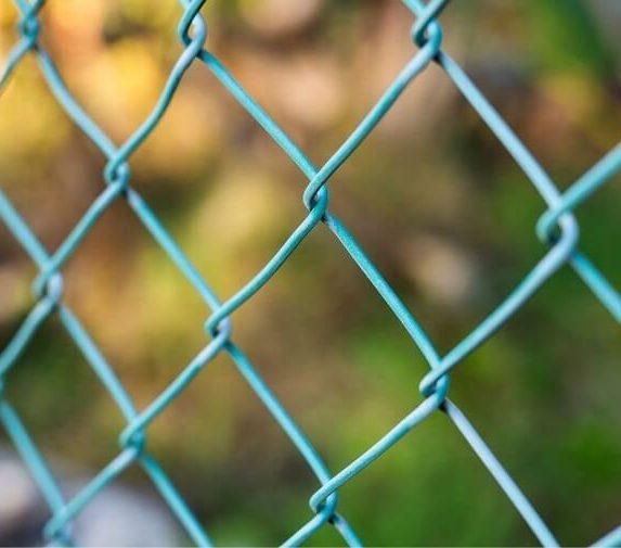 ogrodzenia siatką wady i zalety